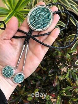 A + Vintage Petit Point Navajo Zuni Turquoise Argent Sterling Collier Bolo Tie