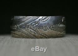 Vintage Amérindien Navajo Estampé En Argent Sterling Bracelet