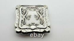 Vintage Sterling Silver Square Floral Embossed Pill Box, Couvercle Articulé